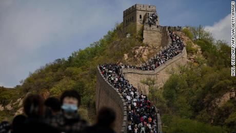 Tourists at the Great Wall on May 1, 2021 | World News by Apadana Media