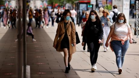 When should vaccinated people wear masks now? An expert weighs in