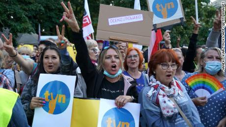 Protesters demonstrate in defence of media freedom in Warsaw on August 10, 2021.