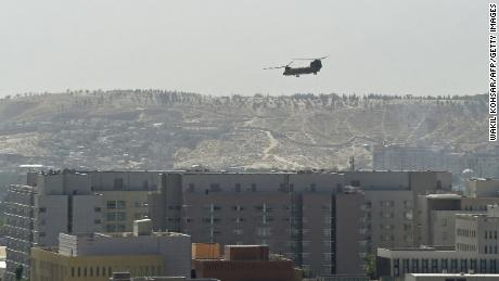 A US Chinook military helicopter flies above the US embassy in Kabul on August 15, 2021.
